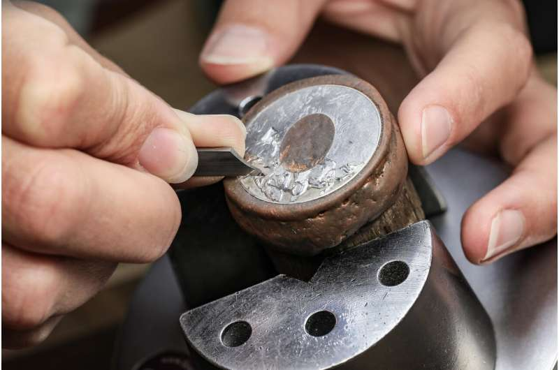 Lasers and virtual reality to revolutionize watch-crystal engraving