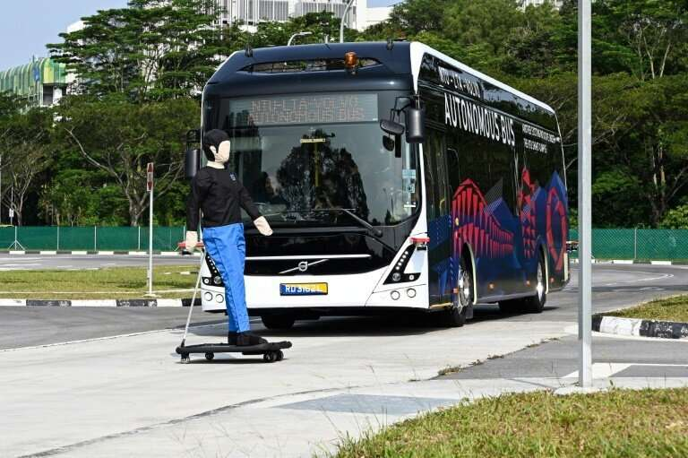 Safety concerns determine level of public support for driverless vehicles, finds study