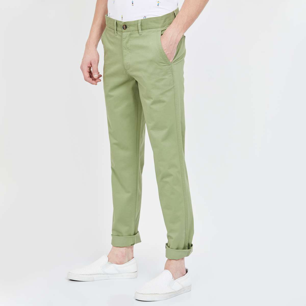 2.UNITED COLORS OF BENETTON Solid Slim Fit Chinos