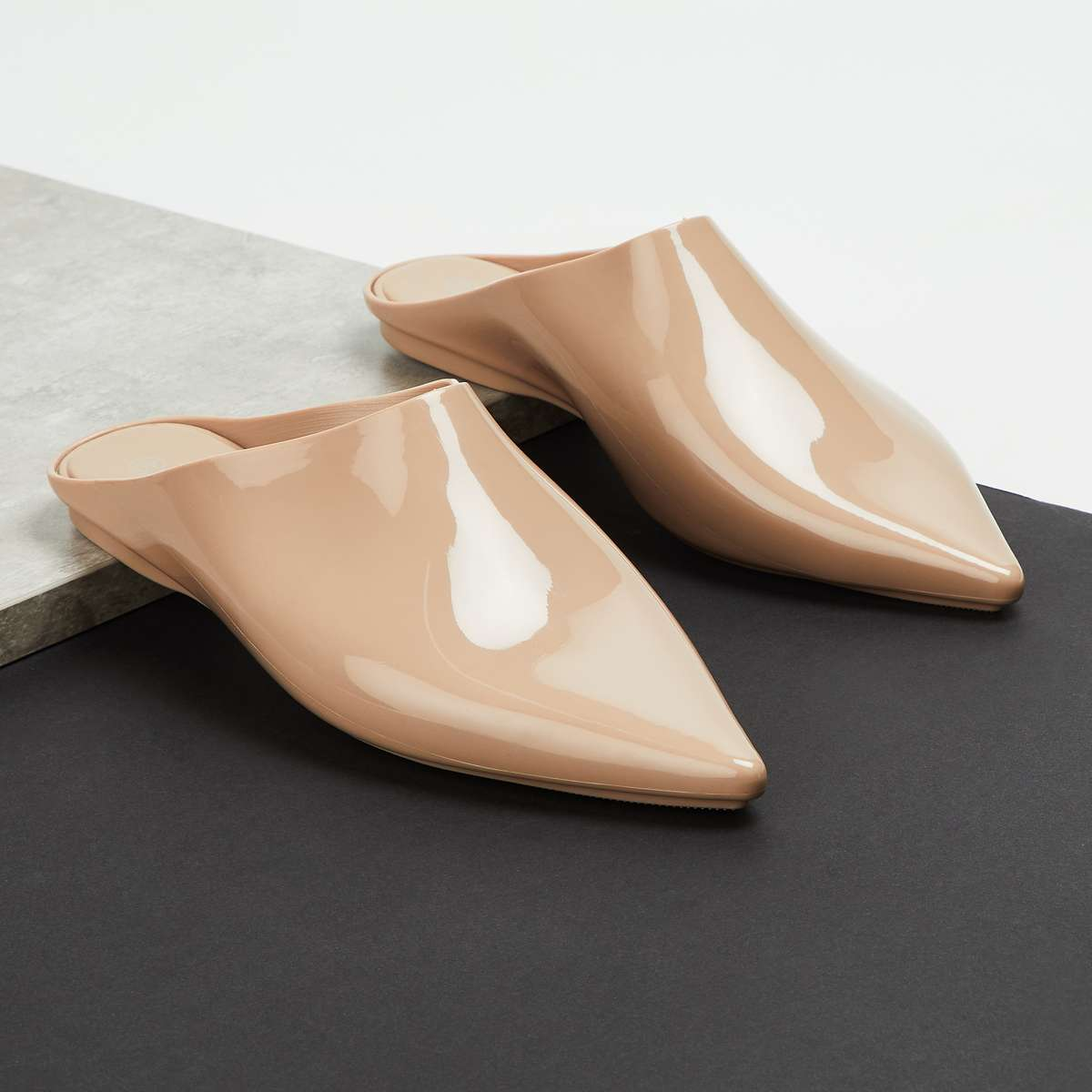 1.GINGER Women Solid Pointed Toe Mules