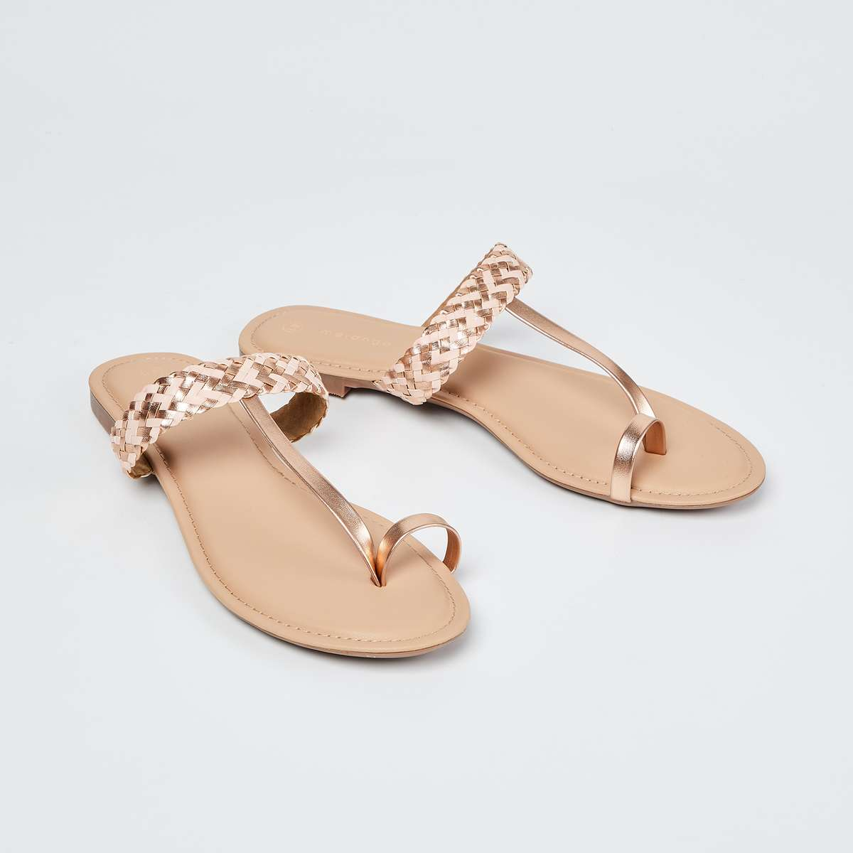 2.MELANGE Braided Toe-Ring Flat Sandals