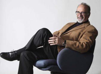 Randall King poses for his <em>Free Press</em> portrait back in 2014. (Ruth Bonneville / Winnipeg Free Press files)